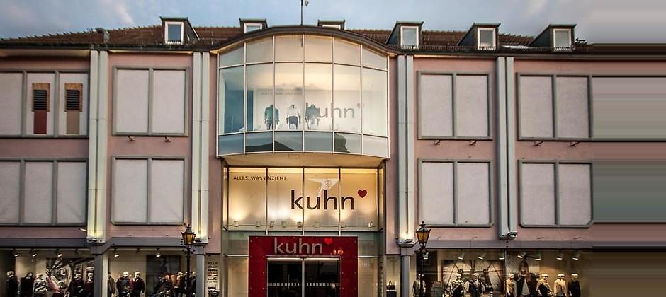 Gutschein für 4.000 m². 4 Stockwerke. 100 verschiedene Modemarken von Modehaus Kuhn
